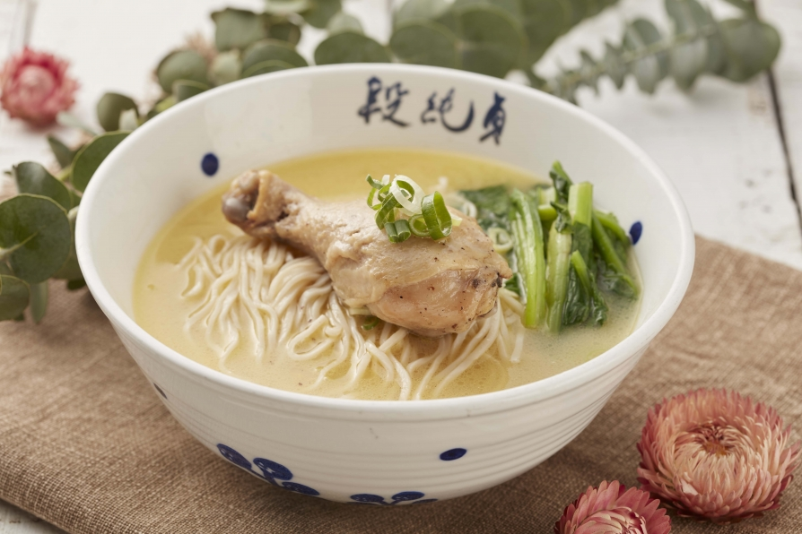 Simmered-Chicken Noodles with Drumstick