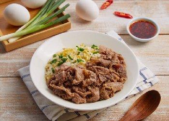 嫩五花牛肉炒飯